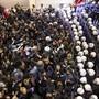 Die Polizei setzte in Istanbul Tränengas gegen Demonstrierende ein: Zuvor hatten Hunderte friedlich zum Internationalen Tag gegen Gewalt an Frauen protestiert.