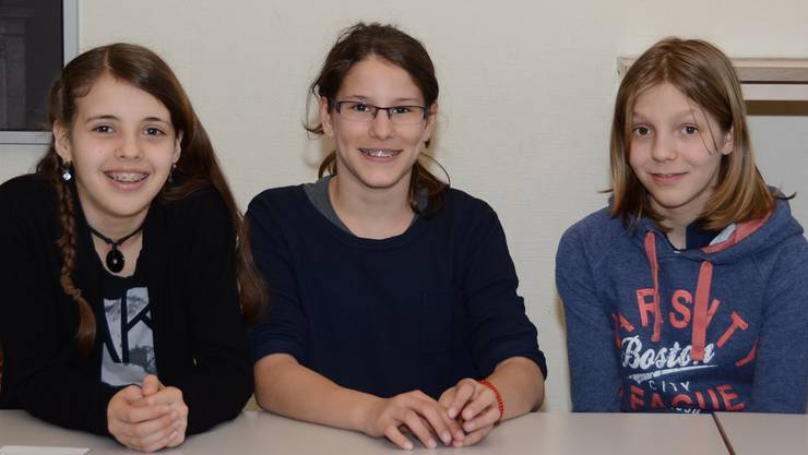 Geben ihr Wahlfach-Recht nicht widerstandslos auf: die Initiantinnen der Klassenaktion Noemie, Anja und Jana (von links nach rechts).
