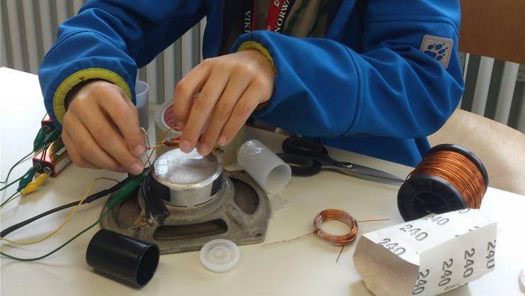 Dieser Bergdietiker Schüler baute im Rahmen der Begabungsförderung einen eigenen Dynamo.