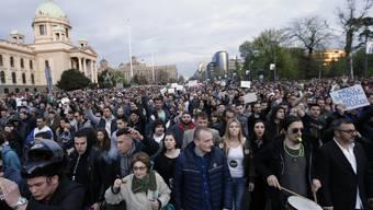 Die Demonstranten protestieren in Belgrad den zweiten Tag in Folge gegen den alles beherrschenden serbischen Spitzenpolitiker Aleksandar Vucic.
