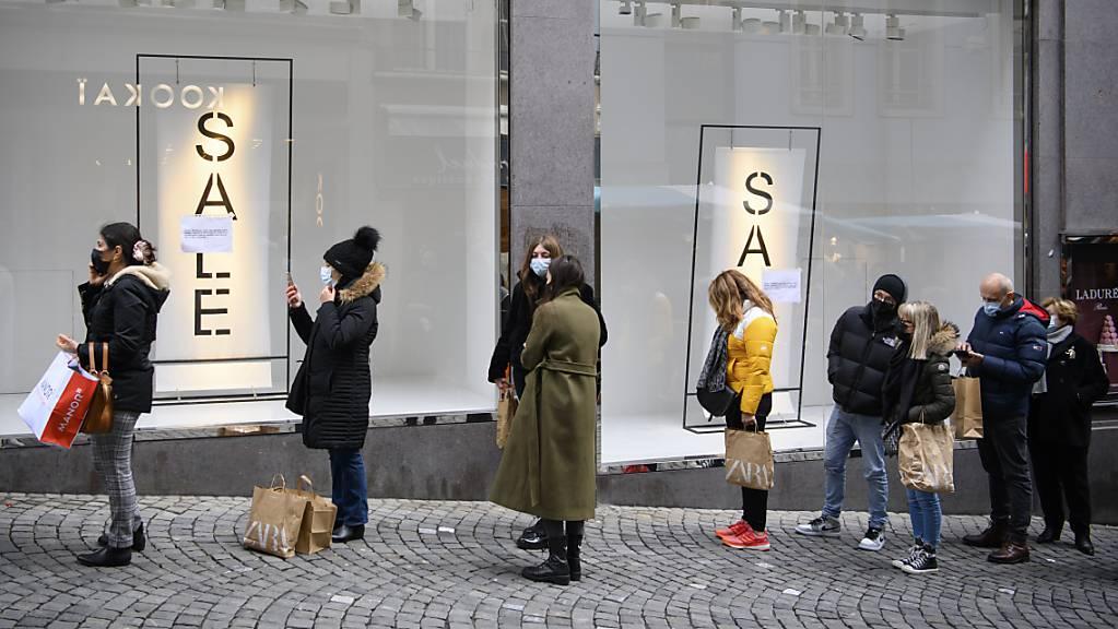 Die Öffnung fast aller Geschäfte nach den Lockdowns im Winter lässt den Textilhändler Inditex mit den Modeketten Zara und Massimo Dutti auf bessere Geschäfte hoffen. (Archivbild)