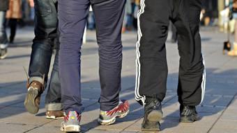 Der Trainerhosen-Stil ist längst Alltag an Schweizer Schulen. Ein Basler Gymnasium will das Kleidungsstück nun verbieten.