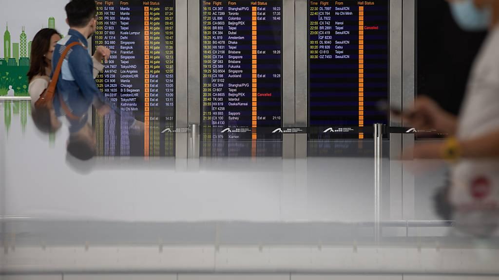 Der erste Fall einer Ansteckung mit der Coronavirus-Mutation aus Indien ist in der Schweiz festgestellt worden. Es handelte sich um einen Passagier, der via einen Transitflughafen einreiste. (Symbolbild)