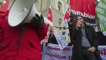 Der Gewerkschaftsbund fordert einen Mindestlohn von 4000 Franken