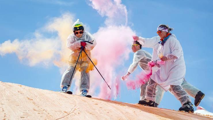 Die Landesregierung will uns auch angesichts einer unerwünschten Fallzahlen-Entwicklung die Freude am Wintersport nicht nehmen, die am Freitag verkündeten Corona-Einschränkungen sind deshalb moderat ausgefallen. Bild: Skicolor-Festival in Verbier.
