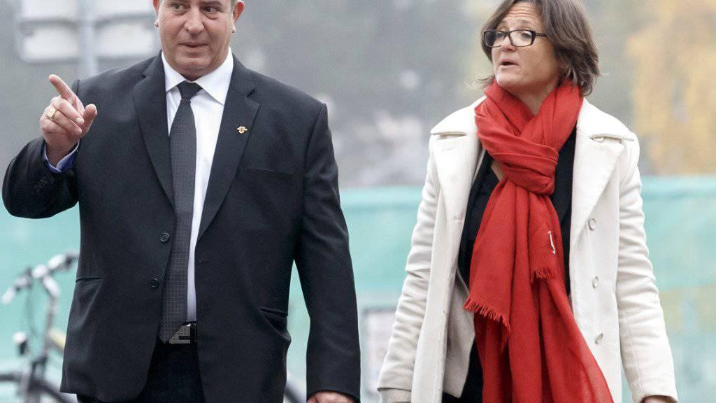 Eric Stauffer und seine Verteidigerin Yaël Hayat am Montag auf dem Weg ins Gericht.