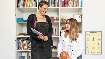 Jacqueline Mühle und Ljiljana Vukic versuchen, mit den Kindern möglichst spielerisch zu arbeiten.