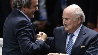 Beide unter Druck: UEFA-Präsident Michel Platini (li.) und Fifa-Chef Sepp Blatter