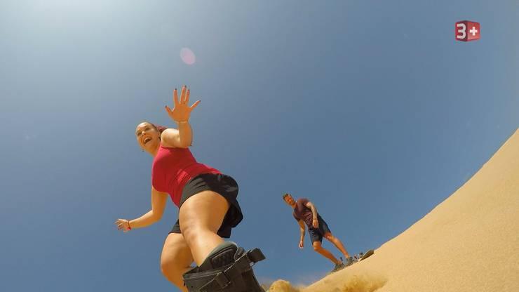 Fabienne beim Sandboarden.