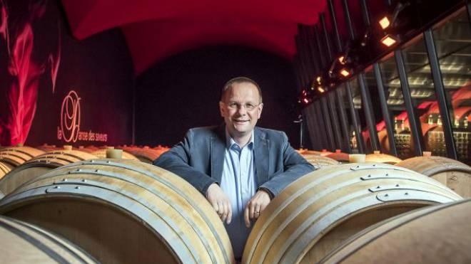 Der Weinhändler Dominique Giroud im Château Constellation. Foto: KEYSTONE