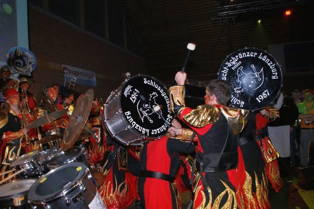 Grosse Trommelshow der Schlossgeischt-Schränzer