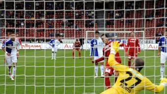 Thuns Oscar Sciarione schiesst seinen Penalty übers Tor