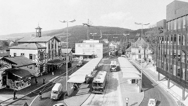 Eines von rund 600'000 Dokumenten: Foto vom Bahnhof Baden, während der Badenfahrt im Sommer 1972.