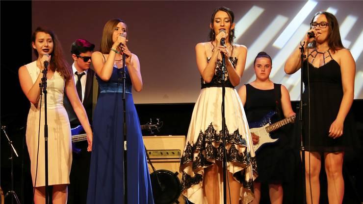 Der Auftritt von einer der beiden Schülerbands, welche beim Publikum für Begeisterung sorgten.