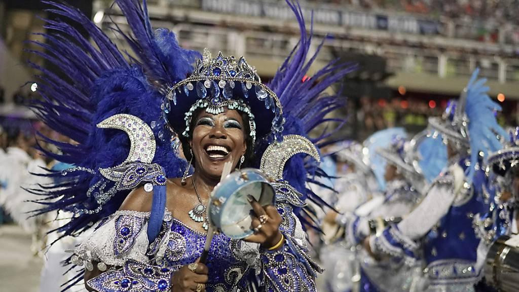 """Sambaschule """"Viradouro"""" siegt in Rio mit afro-brasilianischem Thema"""