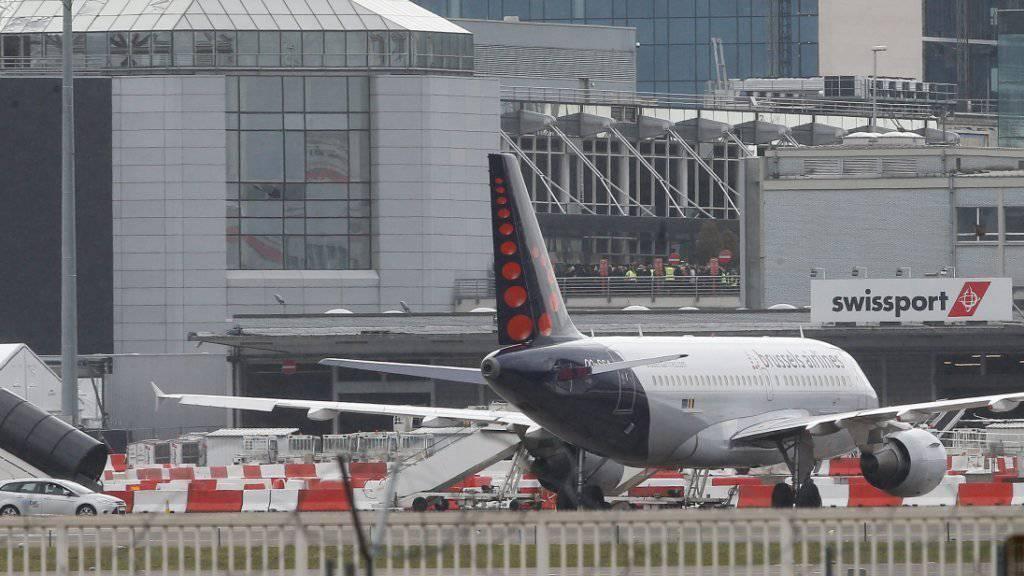 Der Brüsseler Flughafen ist bereit, aber die Flugzeuge sollen noch bis Freitagabend stillstehen - die zuständigen Behörden müssen noch grünes Licht geben.