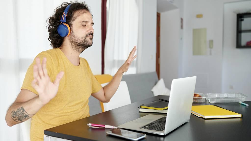 Homeoffice Radio hören