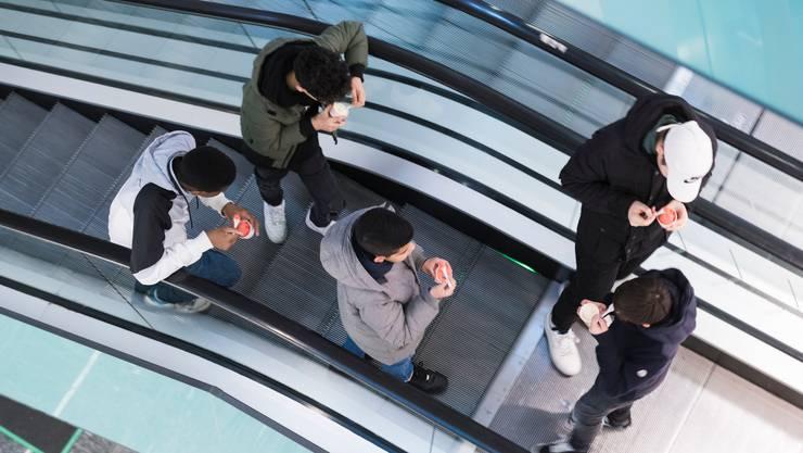 Jugendliche sind besonders kontaktfreudig und gehen gerne unter Leute: Das ist möglicherweise ein Risikofaktor für eine zweite Welle.