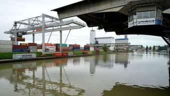 Trotz des rückläufigen Güterumschlags in den ersten sechs Monaten sind die Verantwortlichen der Rheinhäfen für das Gesamtjahr 2017 zuversichtlich.