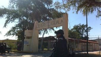 Polizei vor dem Gefängnis von Iguala