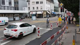 Auf der Höhe der Kasinostrasse dürfen sich künftig die Velofahrer vor den Autofahrer anstellen. Die bauliche Massnahme, die dafür notwendig ist, ist bereits erledigt.