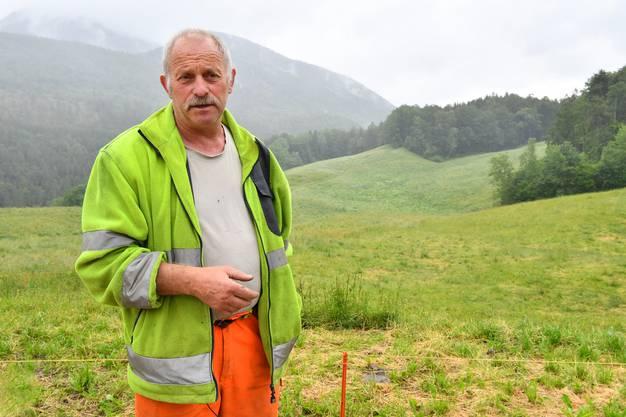 Benjamin Brunner vor dem geplanten Gehege-Standort für die Wisente im Naturpark Tha
