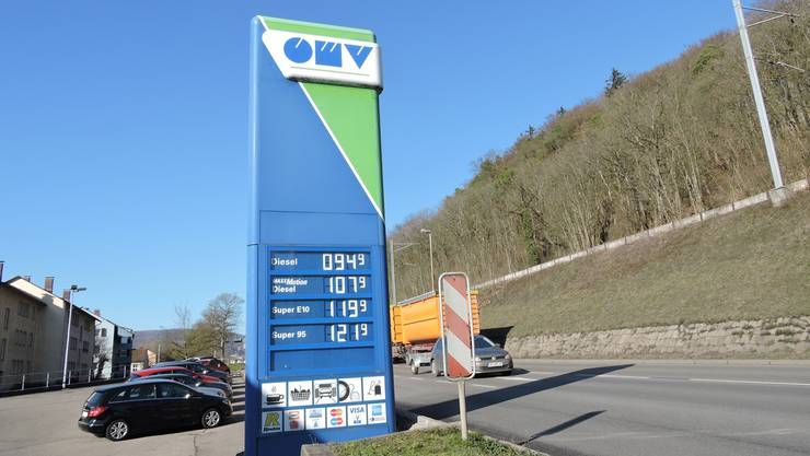 34 Rappen Differenz pro Liter Diesel. Automobilisten fahren zum Tanken über die Grenze.