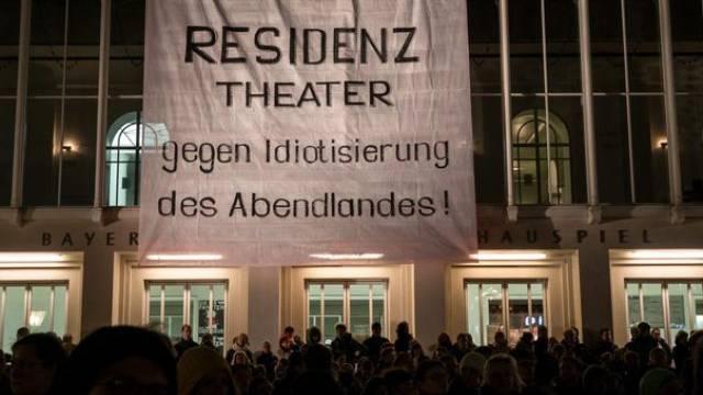 Anti-Pegida-Demo in München mit Persiflage auf deren Motto