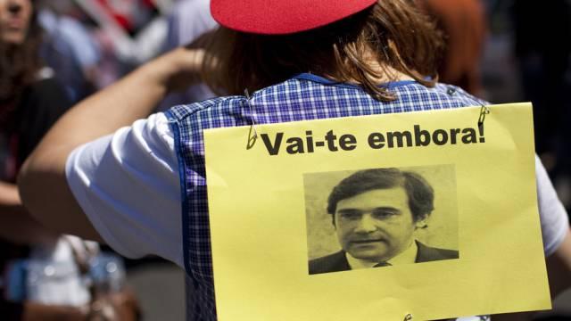 """""""Verschwinde!"""", lautet die Botschaft dieser Demonstrantin an Coelho"""