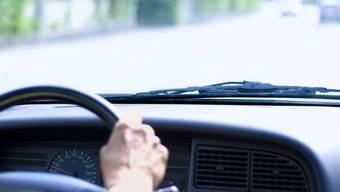 Der Angeklagte besass nacheinander drei Fahrzeuge, hatte hingegen noch nie in seinem Leben einen Führerausweis. (Symbolbild)