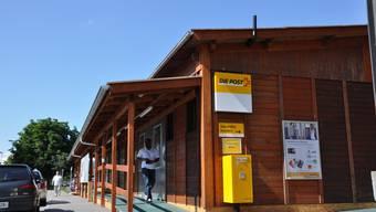 Übergangslösung: Das Poststellenprovisorium beim Bahnhof Dietikon hat keinen Post-Shop und einen Schalter weniger. (Bild: bhi)