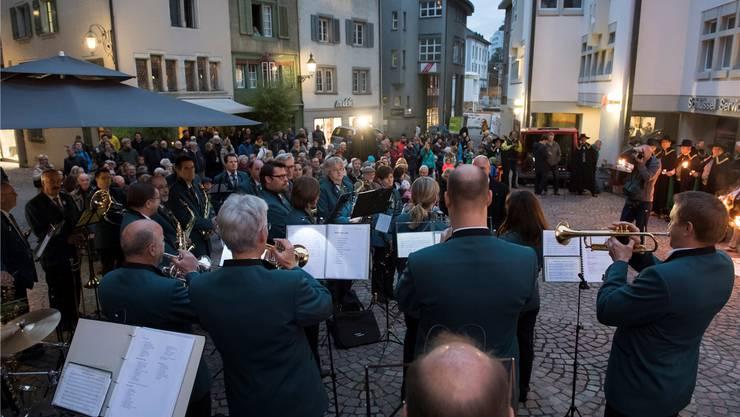 Die Harmonie Rohrdorf spielte Zunftmusik auf dem Cordulaplatz.