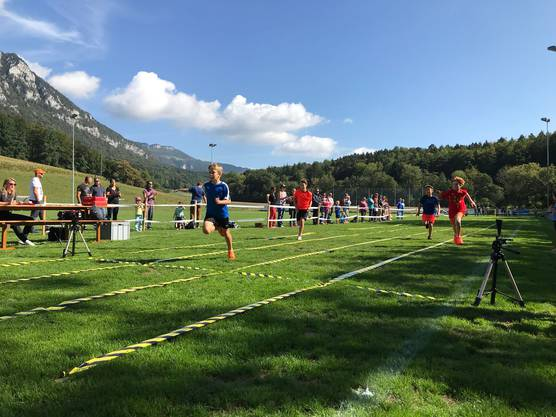 Beim 60m Lauf wurde um Hundertstelsekunden gekämpft.