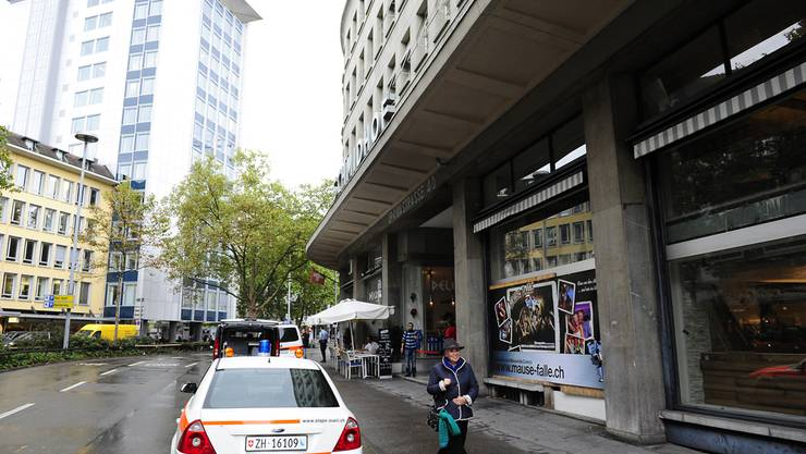 Drei Männer überfallen Bijouterie und verletzen Angestellten leicht