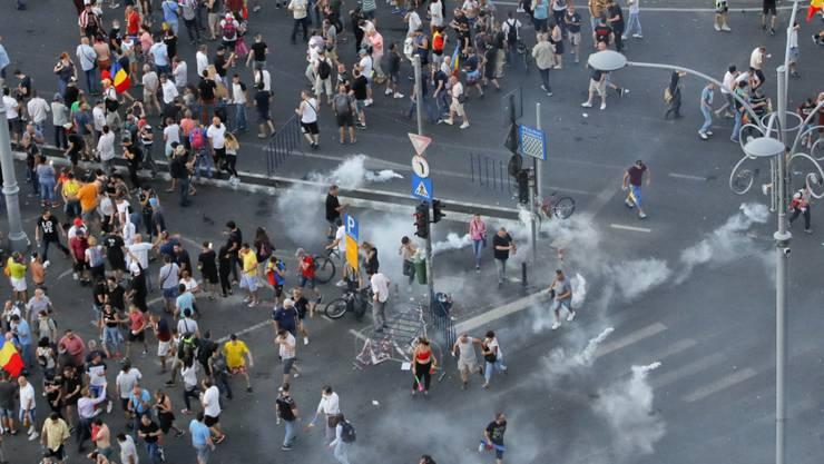 Tränengas an der Kundgebung am Freitagabend in Bukarest.