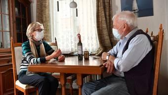 Sivia Meier zu Besuch bei Alvin Berger aus Schönenwerd. Er ist Mitglied der Kirchgemeinde und wurde kürzlich 89 Jahre alt.