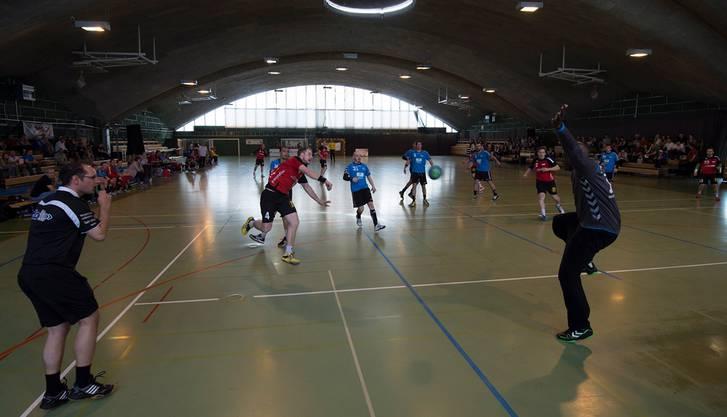 Letztes NLB-Handball Meisterschaftsspiel in Solothurn zwischen dem TVS und Chênois.