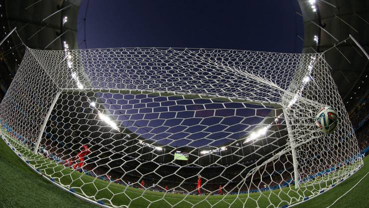 Die Schweizer Nati kassiert Tor um Tor. Das Team von Ottmar Hitzfeld liess sich bei der 2:5-Niederlage von den Franzosen vorführen.