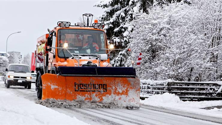 Der Wintereinbruch bedeutet Ausrücken für die Werkhofmitarbeiter.fg
