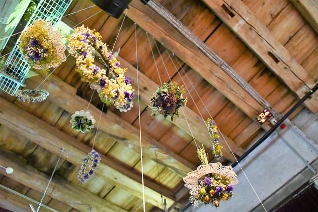 Das Salzhaus wurde wunderbar geschmückt und erinnert an die Blumenkränze, die sonst von den Mädchen am Rutenzug getragen werden.