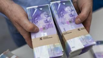 Nimmt das Aargauer Volk die «Millionärsinitiative» an, werden Reiche mehr zur Kasse gebeten. (Symbolbild)