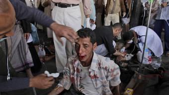 Bei den Protesten in Sanaa werden Menschen getötet und verletzt