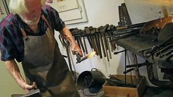 Leo Notter zeigte im Ortsmuseum Dietikon die Kunst des Schmiedens.