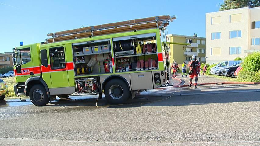 Zwei Autos brennen in Tiefgarage in Steinmaur: 50 Personen evakuiert