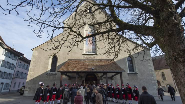 Bei der Trauerfeier für den letzte Woche verstorbenen Werner Twerenbold stand die Zunft zur Sankt Cordula Spalier vor der Stadtkirche.