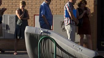 Menschenschlange vor Arbeitsamt in Madrid (Archiv)
