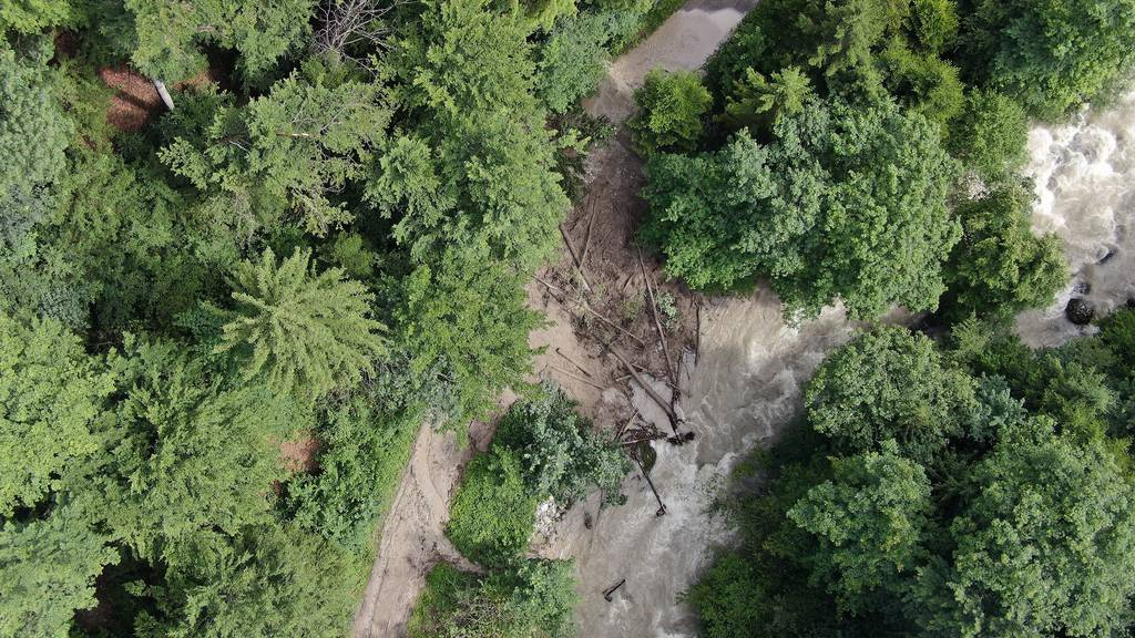 Gefahr besteht weiterhin: Lorzentobelweg bei Schönbrunn bleibt gesperrt