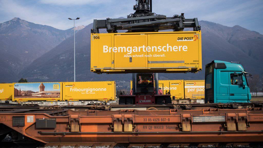Strategie des Verbandes öffentlicher Verkehr (VöV): Ziel ist eine Verlagerung des Güterverkehrs auf die Schiene - wo dies wirtschaftlich gerechtfertigt ist. (Archiv)