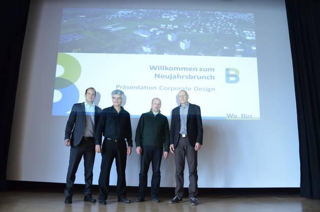 Alexander Klauz, Hans Utz, Markus Bütikofer und André Guillet (von links) freuen sich über das moderne Corporate Design der Gemeinde Birr