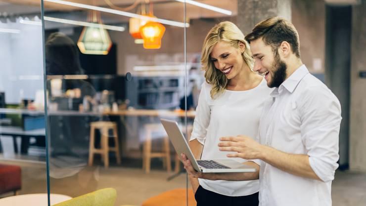Nette Kollegen tragen entscheidend zur Arbeitszufriedenheit bei – und wer weiss, ob nicht mehr daraus wird?
